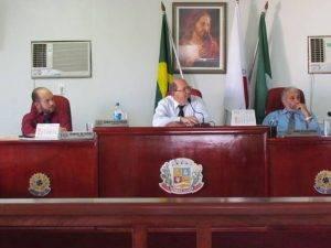 Vereadores: Osmar (Presidente), Manoel de Deus (Vice Presidente) e Manoel de Sousa (Secretário)